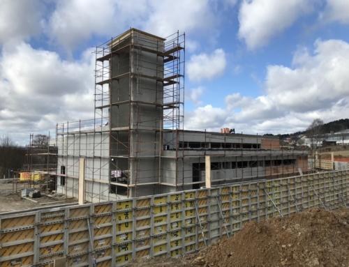 Die Stützmauer wächst und Innenarbeiten begannen am 20.02.2020